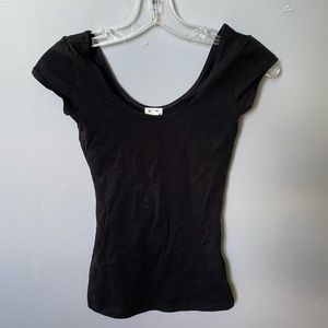 Black fitted t-shirt. From Garage.